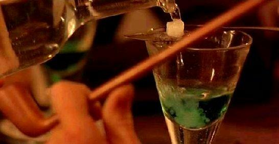 명화 속에 나오는 압생드 술에 대한 이야기입니다.